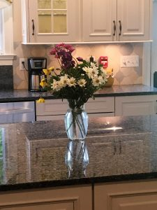 8333 kitchen with flowers